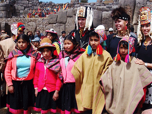 Indigenous children of Peru with indigenous educators from Canada